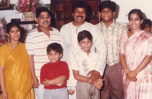 Аллу Арджун в детстве с семьей