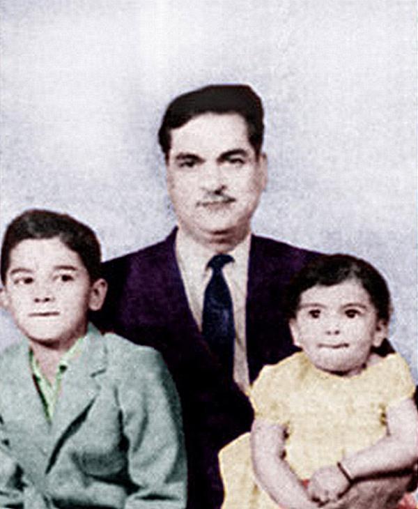 Десрадж Чавла с сыном и дочерью