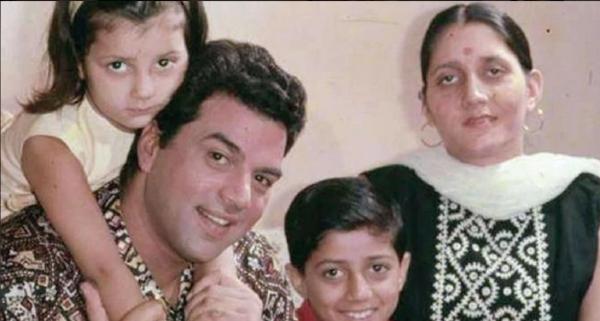 Дхармендра с первой женой и детьми