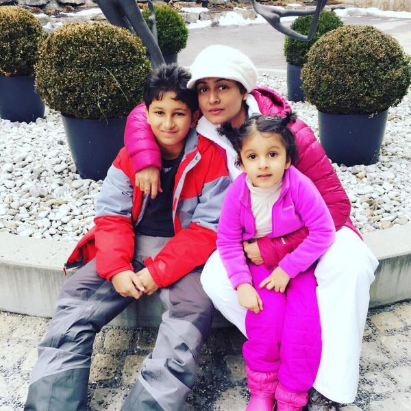 На фото: жена и дети Махеша Бабу