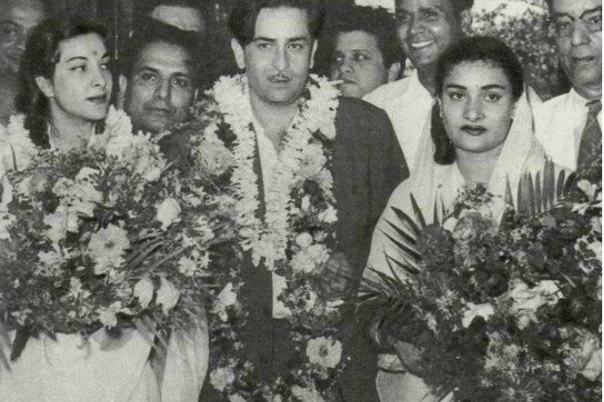 Радж Капур с женой Кришной и Наргис на премьере