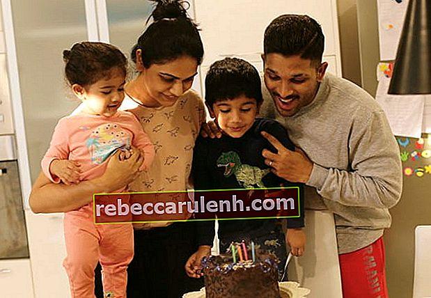 Аллу Арджун с семьей в апреле 2018 г.